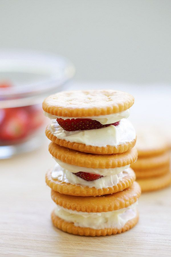 Strawberry Cheesecake RITZwich – no-bake strawberry cheesecake sandwich using RITZ crackers. Quick and simple snack anytime of the day | rasamalaysia.com