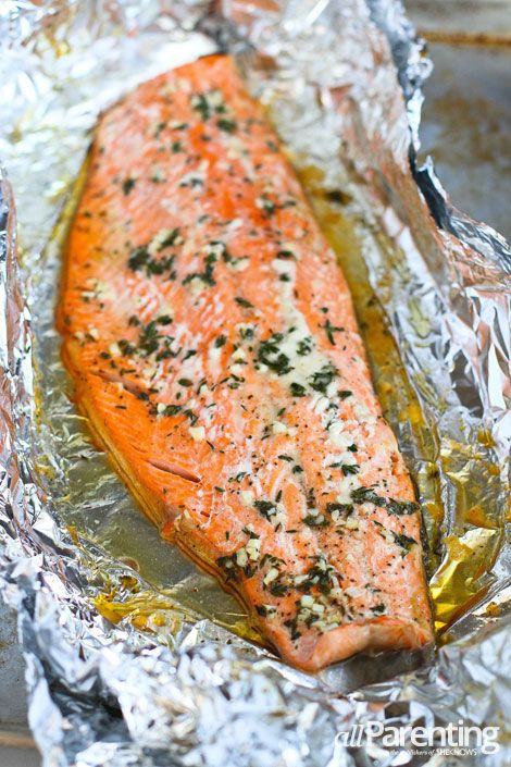salmon baked in foil Ingredients: 3 tablespoons honey or agave nectar 1 tablespoon white wine vinegar 1 tablespoon extra-virgin olive oil 1 tablespoon minced fresh thyme 2 garlic cloves, minced 1/2 teaspoon salt 1/2 teaspoon ground pepper 1/2 salmon (about 1-1/2 pounds), with or without skin (remove before eating)