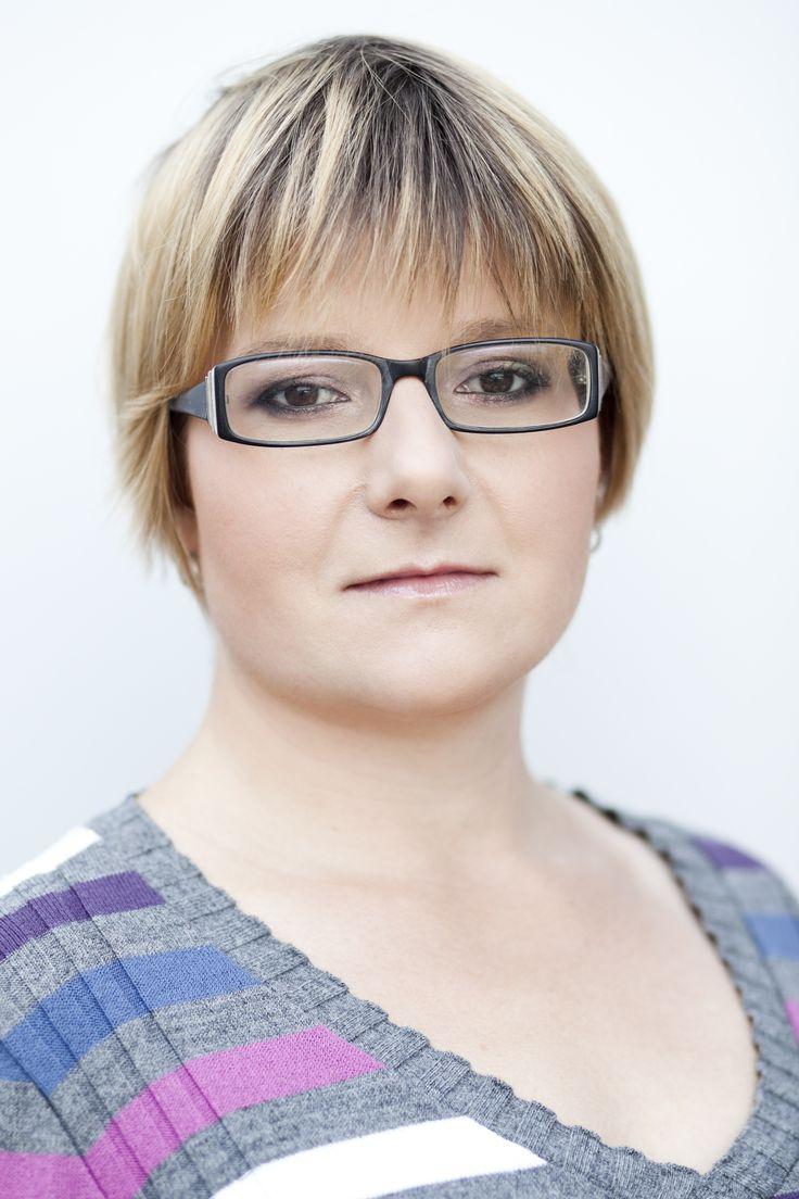 Agnieszka Gniotek - jury. Wyniki I etapu Konkursu MUZA 2015 - Magdalena Abakanowicz.  http://artimperium.pl/wiadomosci/pokaz/669,wyniki-i-etapu-konkursu-muza-2015-magdalena-abakanowicz#.VigD8X7hDIU