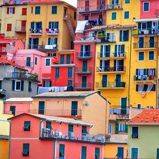 📸: All the colours of the Cinque Terre 🌈 Truly an incredible destination and I hope you get the opportunity to explore it for yourself one day 🗺  www.thegirlswhowander.com  #thegirlshowander  #CinqueTerre #MonterossoalMare #Vernazza #Manarola #Corniglia #Riomaggiore #Italy #ItalianRiviera #travel #instatravel #topitalyphoto #linkinbio
