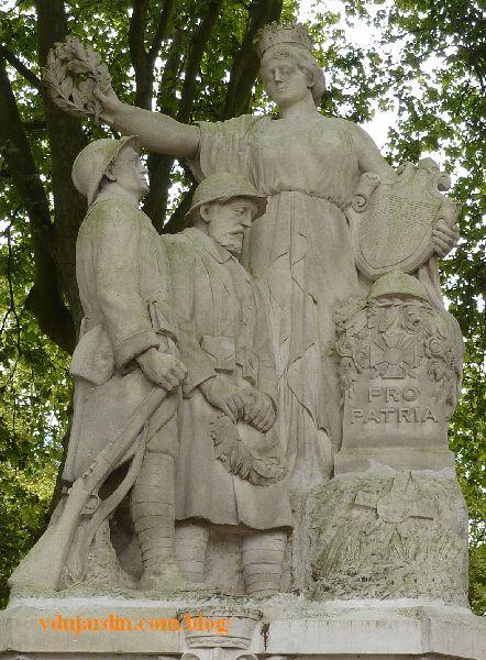 Amboise, le monument aux morts. Indre-et-Loire