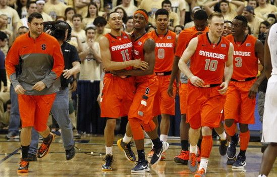 College basketball Top 25 recap: Syracuse survives with Ennis' buzz beater