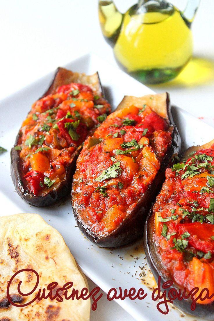 Recette savoureuse qui plaira aux adeptes de la cuisine végétarienne, les aubergines farcies au four avec des poivrons. L'aubergine, un légume facile
