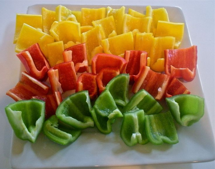 Bell Pepper Scoop Chips: a raw food replacement for tortilla chips. Enjoy your dip without the added fat!