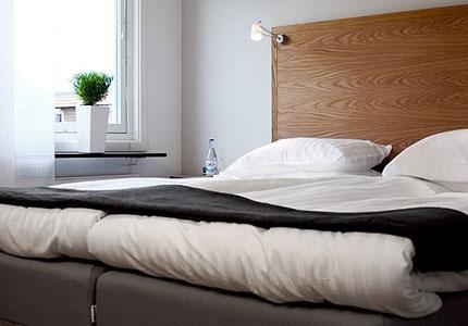 b & b bed & breakfast, är ett nyrenoverat, modernt hotell centralt i Kristianstad.