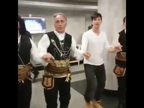 Σακης Ρουβας Μελινα Ασλανιδου & Κωνσταντινος Αργυρος Χορευουν Ποντιακα σ...