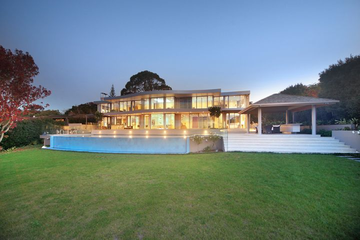 New House with infinity pool and summer house.