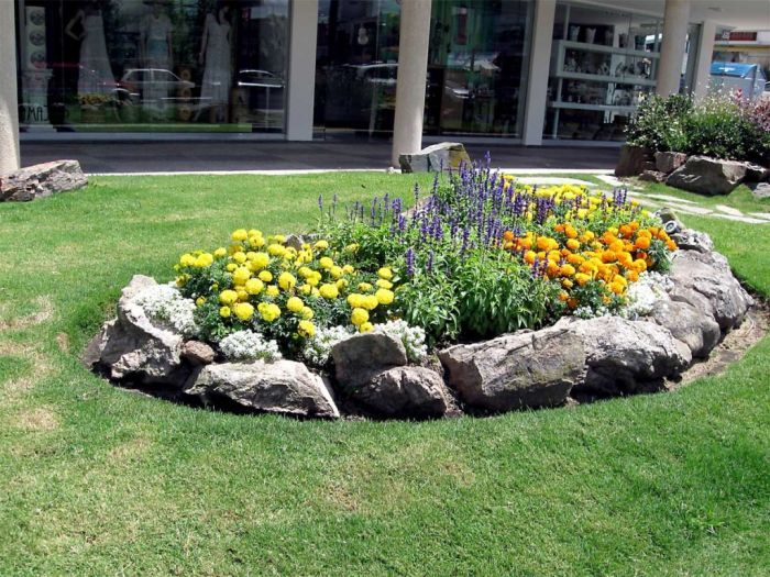 Rock Flower Bed Borders For Your Stunning Garden : Small Commercial Rock  Flower Bed Borders