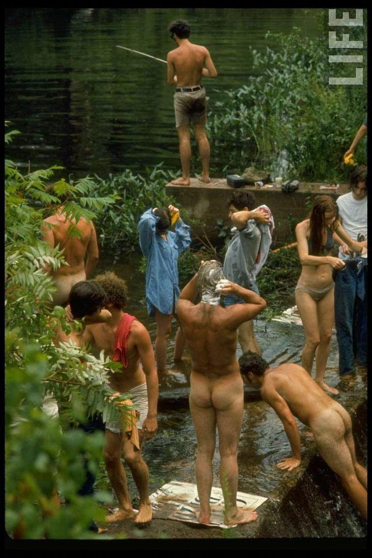 Fotografias raras da revista LIFE, feitas por John Dominis, mostram como o público viveu durantes os 3 dias do festival