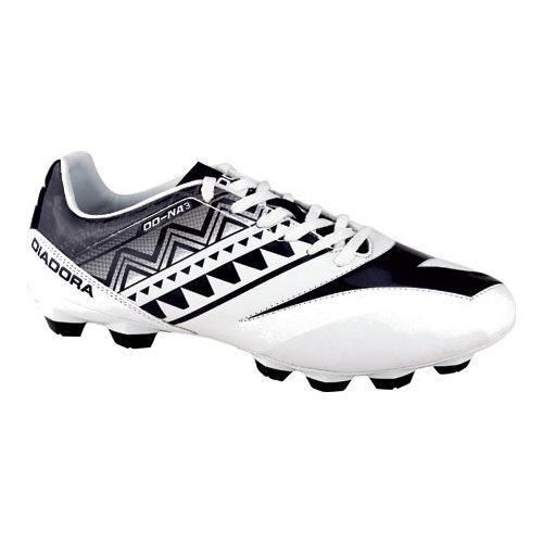 The DD-NA 3 R LPU Soccer Cleat is high on performance and comfort. Featuring a water-resistant SuprellSoft upper to keep your foot dry and fresh. It's also equipped with a differentiated polyurethane