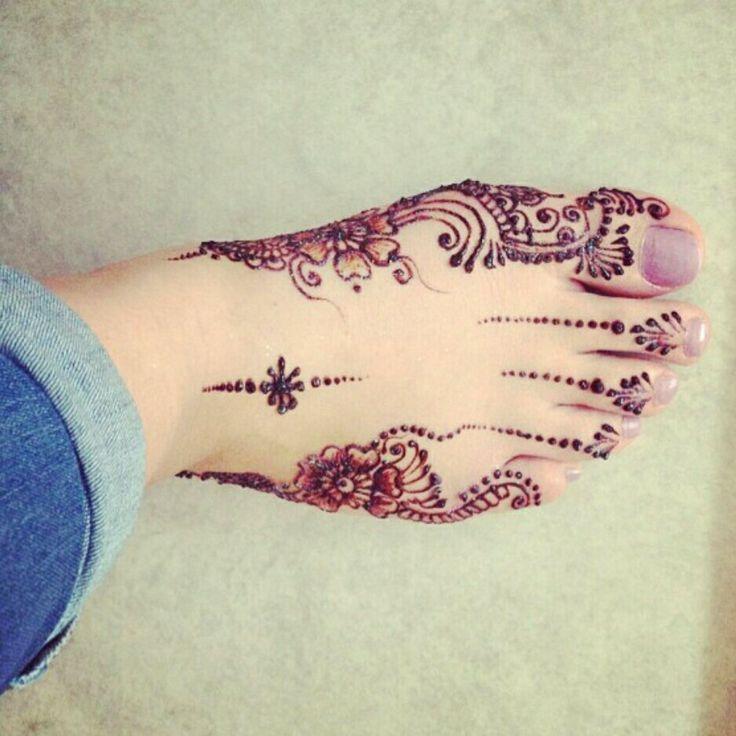 Simple feet henna