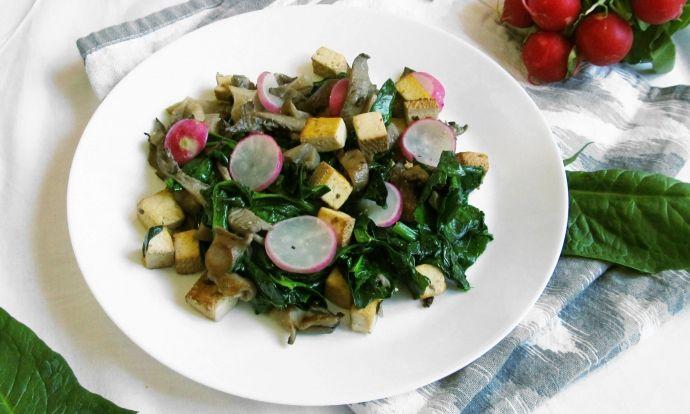 Teplý hlívový salát se špenátem a tofu