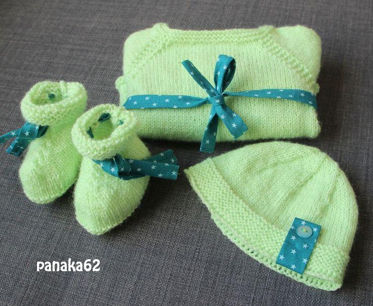Un petit lot tricot, pour la valise maternité. Tricoté en laine Super Baby de chez Phildar, couleur ANIS (bain 407) aiguilles n°3. Pour le coup, cette fois la couleur est un peu flashy, mais pour l…