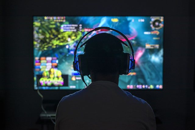 Many mental health professionals and researchers have been analyzing the relationship between social anxiety disorder (SAD) and addictive behaviors, such as obsession about online video games and social networking sites (SNSs). The moderate use of video games, especially indulgence in massively multiplayer online role-playing games (MMORPGs) can enhance a person's self-esteem and instill essential habits necessary for connecting with others.