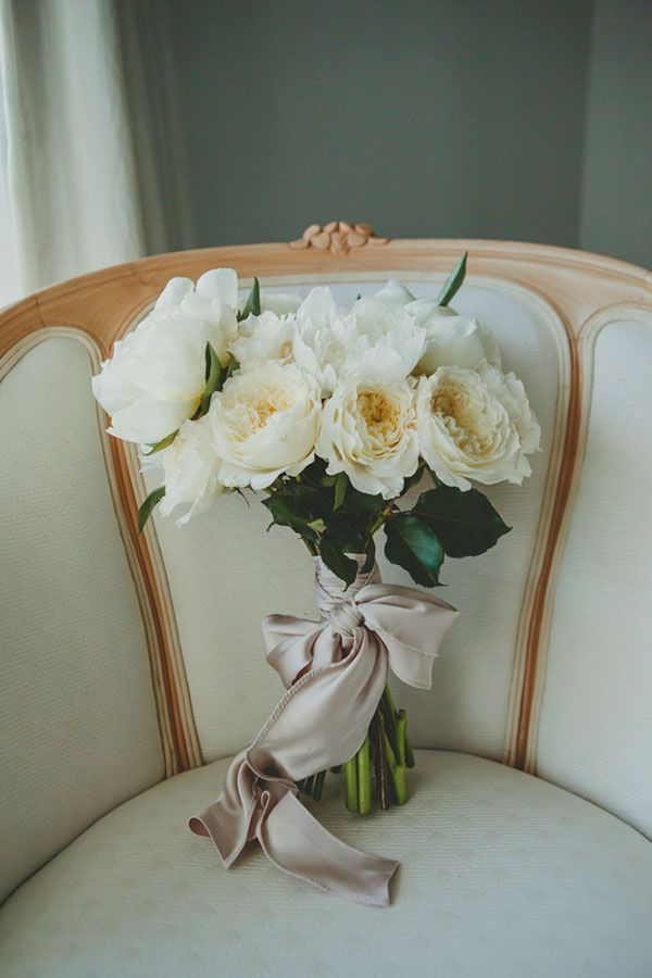 LOBNA + STEFANO // #white #flowers #bouquet #simple #elegant #pretty #modern #rose #bow #silk #wedding #bride #ceremony #reception