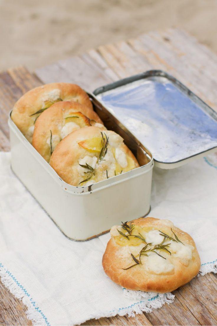 """Lykkelig - mein Foodblog: Wuhaah! Holt die Picknickdecke raus und bestellt den Sommer ein: Hier ist unser neues Buch """"Picknick""""! Ab 25. Februar erhältlich."""