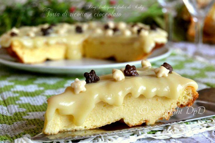 Torta di ricotta senza lievito e senza burro, golosa al cioccolato bianco    QUI la Ricetta : http://blog.giallozafferano.it/dolcipocodolci/torta-di-ricotta-e-cioccolato/