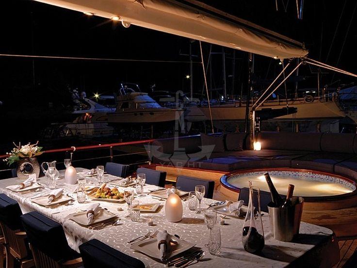 BLUE EYES | CNL Yacht