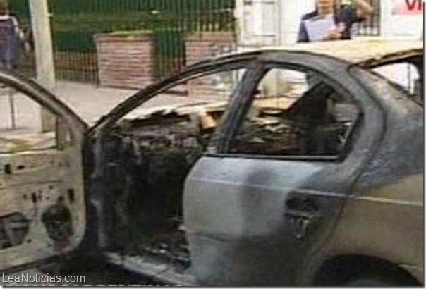 Un día antes de San Valentín, la ex novia le prendió fuego el auto (foto)  - http://www.leanoticias.com/2014/02/13/un-dia-antes-de-san-valentin-la-ex-novia-le-prendio-fuego-el-auto-foto/