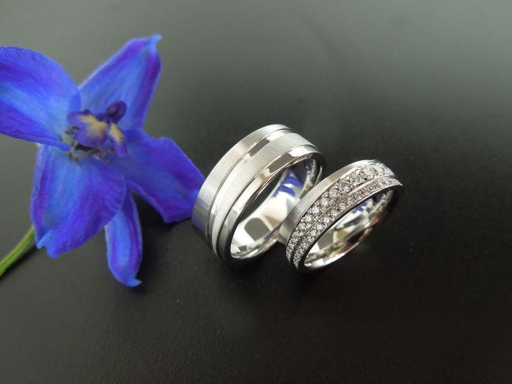 Handgemaakte platina trouwringen met diamant. In opdracht vervaardigd.