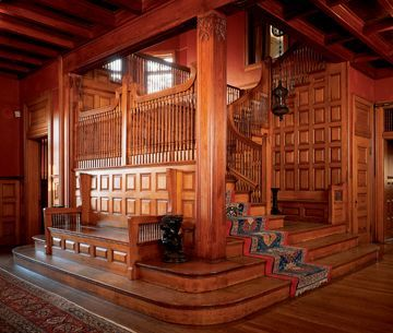 Great article on shingle-style architecture. Craftsman era stairwell http://www.oldhouseonline.com/guide-to-shingle-style-victorians/