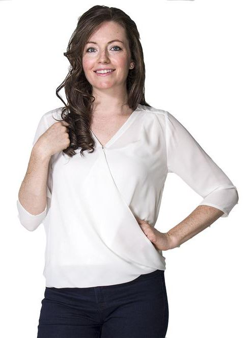 This beautiful Nursing Top Momzelle Jessica features a clasp that offers an easy breastfeeding access with an invisible nursing opening.