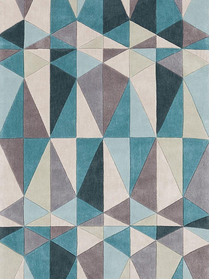 estampa geométrica em tapete turquesa