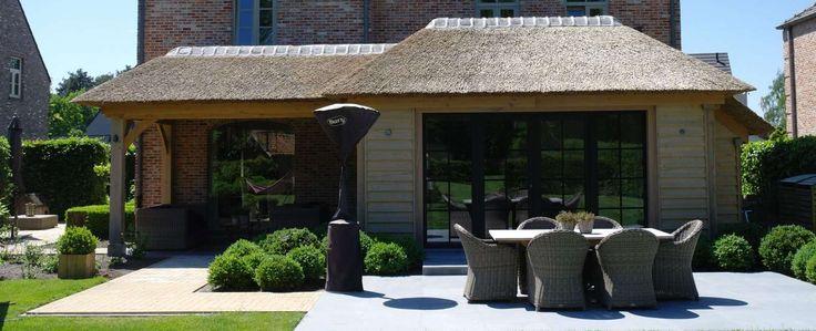 Stijlvolle houten overdekte terrassen | Eikenhouten bijgebouwen van Russell Woods