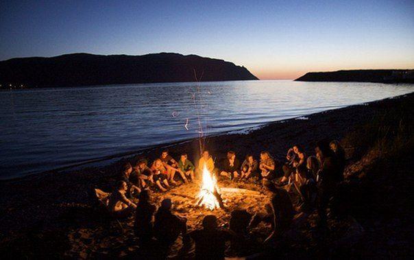 ночь на пляже у костра (со страшными историями)