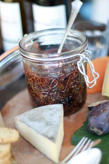 Den här fantastiska marmeladen brukar min mamma alltid laga fast då på svarta vinbär. Hon är ett stort fan av chili och har en egen odling i växthuset som...