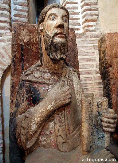 Estatua del Apostolado  románico de San Juan en Alba de Tormes, Salamanca