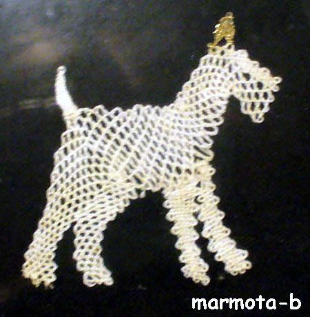 bobbin lace:cute pattern! http://3hourspast.files.wordpress.com/2012/03/bobbin-lace-handmade-01.jpg