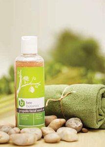 HDI Bee Botanics Propolis Facial Wash Gel mengandung campuran bahan alami bee propolis, aloe vera dan multivitamin. Menjadikan kulit bersih dan terlindungi. Aloe vera akan menjadikan kulit tampak cerah dan bebas noda hitam. Lembut digunakan sehari-hari dan sangat efektif untuk yang memiliki kulit berminyak, kulit bermasalah dan kulit sensitif. #BeeBotanicsPropolisFacialWashGel #SabunPropolis #MengatasiKulitBerminyak #MengatasiKulitSensitif. Info: Kuria 085286303619 BBM 2690965B