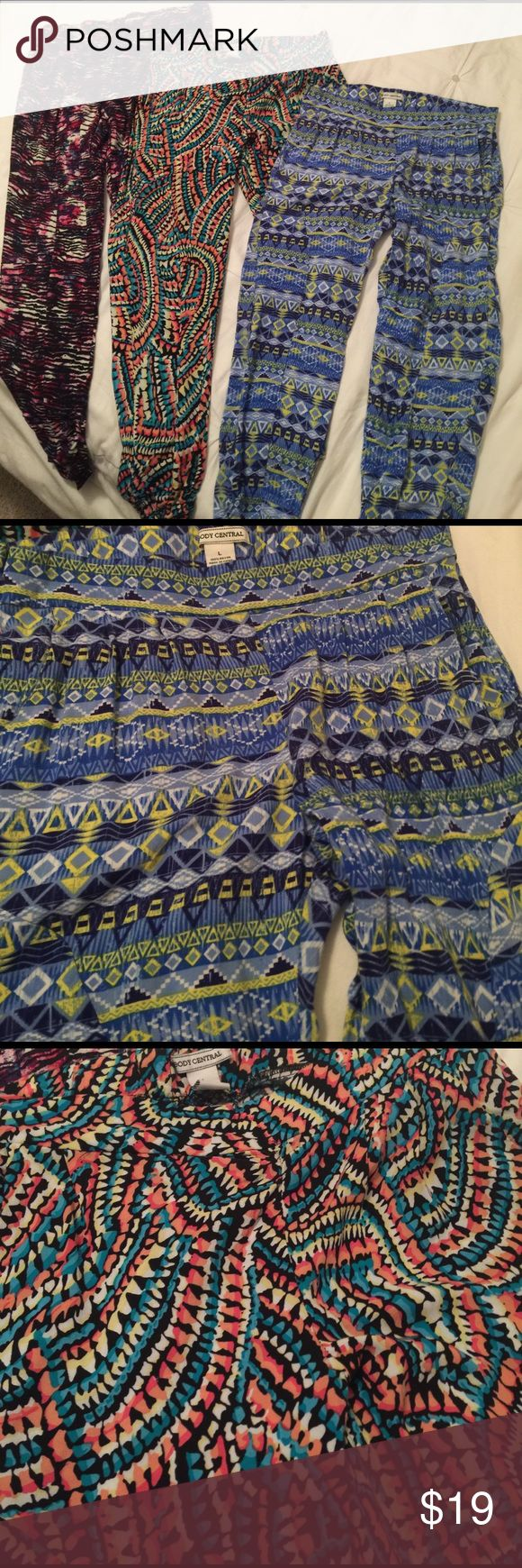 Body Central multi color pattern pants sz: L Body Central 3 multi color pattern pants sz: L loose fitting, with elastic waste band and scrunch bottom on legs can wear as capris too. All 3 for the price of 1. Never worn. Make an offer ❤ Body Central Pants Ankle & Cropped