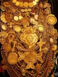 Gold, Portuguese culture: woman of Viana do Castelo
