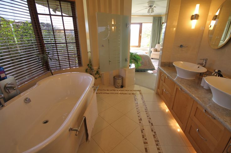 Bonnie Doon | PANORAMIC RIVER VIEWS! 4 Bedrooms | 3 Bathrooms Price: R 5,499,000   Website Ref #: 81581  www.jawitz.co.za