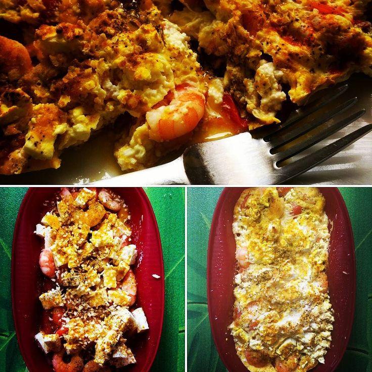 Rührei mit Feta Garnelen und Datteltomaten. Gewürzt mit Pfeffer Salz Maggi gefriergetrockneten Zwiebeln und Curry. Der Tag kann eigentlich schon nicht mehr schlecht werden. Hope so ! ...was kommt bei euch zu frühen Stunde zwischen die Kauleisten ??? #paleo #lowcarb #Omlettmaker #microwave #cooking #breakfast #startyourdayright #instafood #instafit #foodblog #fitfam #freeleticsgym #freeletics #saarbrücken #saarland #riegelsberg by frank_freeletics