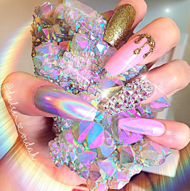 Good Night Beauties✨ I'll leave with Gorgeous shot from @dulce_vidah featuring @nathali3s_nails ✨ {These are press on nails and can be purchased on her Etsy shop}
