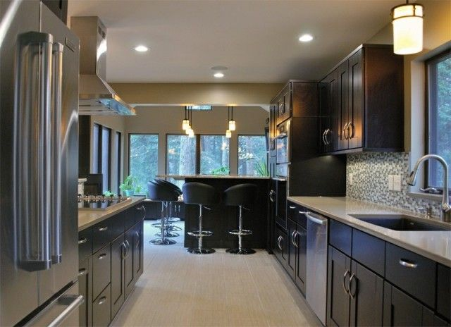 modern kitchen with shaker cabinets    Contemporary