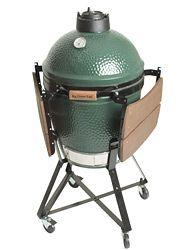 Big Green Egg barbecues kenmerken zich door de bijna onbegrensde, culinaire mogelijkheden in combinatie met verfijnde temperatuurregeling middels de thermometer in de deksel. Hierdoor is het mogelijk de barbecue te gebruiken als oven, rookoven, maar natuurlijk ook als authentieke grill op een houtskoolvuur. De Big Green Egg is snel op temperatuur en werkt zelfs zelfreinigend.