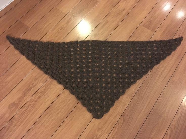 Hæklet i 1 tråds moskus uld fra Niviarsiaq. Opskrift fundet i Pinterest.