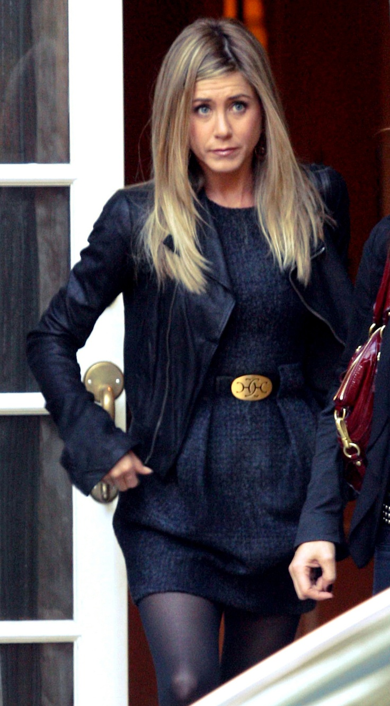 We love Jennifer Anistons Look www.share-n-wear.com/category/magazine/
