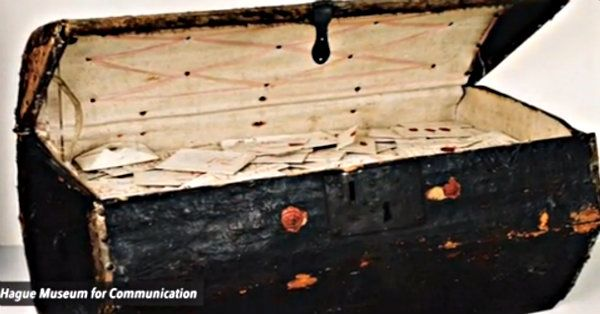 Thousands Of Undelivered Letters From The 17th Century Discovered In An Old Trunk!