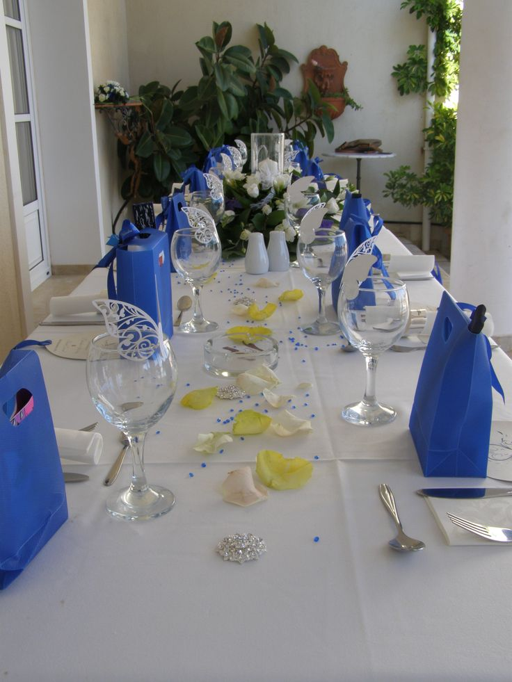 blue gift bags for the guests