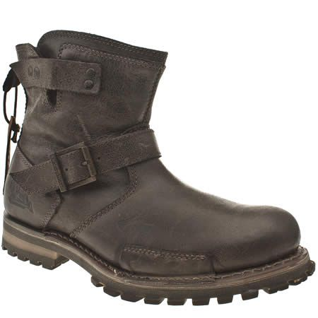 As part of the Legendary Raw Collection at Caterpillar is the Vern. Biker style pull on ankle boot with inner zip and chunky buckle strap. Hearty leather upper with a chunky rubber outsole and Goodyear welted construction for ultimate stability.