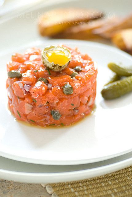 Salmone tartare - salmon, chives, capers, anchovies, oil, pepper, salt