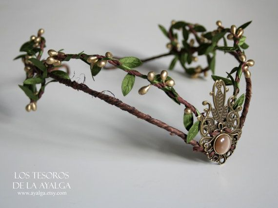 handmade wooland tiara with crystal , can be adjust on the back with a lace * made to order