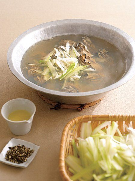 Recipe : 牡蠣・セロリ・ねぎの小鍋仕立て/寒い日に体を温める、料亭風の鍋料理 #レシピ #Recipe