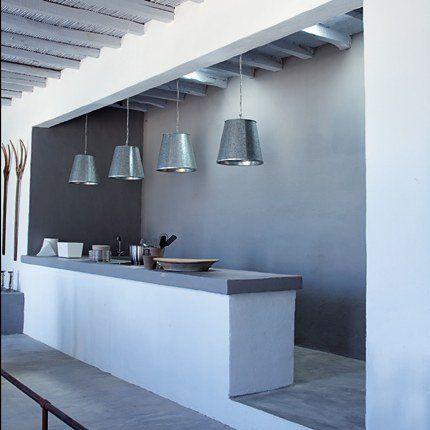 La cuisine dans une alcôve >>> et surtout ce blanc et ce gris !!!