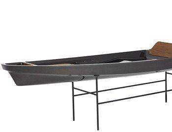 To Kayak 1, των σχεδιαστών McLellan Jacobs, με minimal design, είναι κατασκευασμένο από ανθρακόνημα, ξύλο, επίχρυσα ορειχάλκινα αξεσουάρ και εξαρτήματα. Το συγκεκριμένο kayak κατασκευάστηκε στην Ν. Ζηλανδία από τους America's Cup boat builders. Κυκλοφορεί σε
